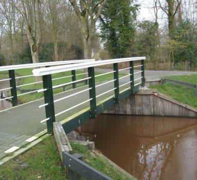 Blijham, voetgangersbrug