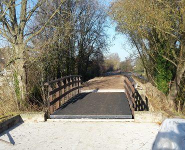 Stiens, fiets- en voetgangersbruggen